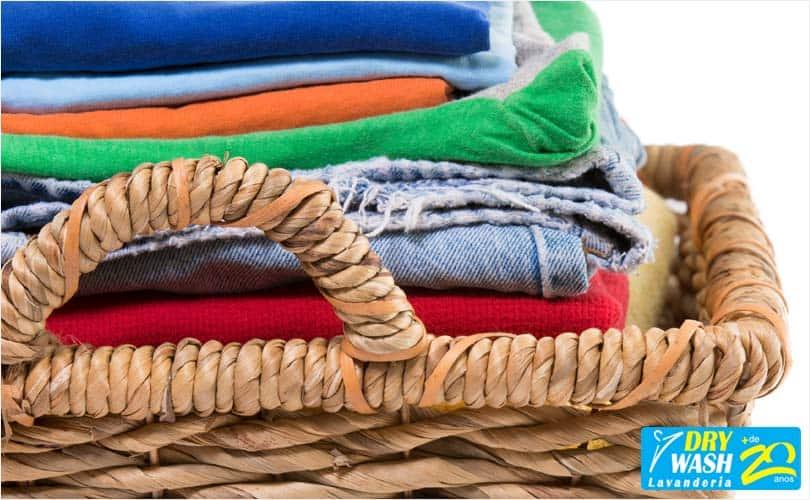 Lavar roupa em casa ou na lavanderia: o que vale mais a pena?