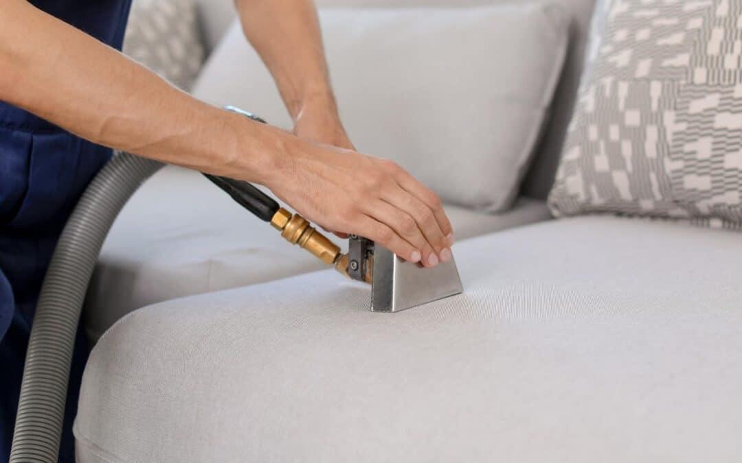 Como fazer lavagem de sofa a seco