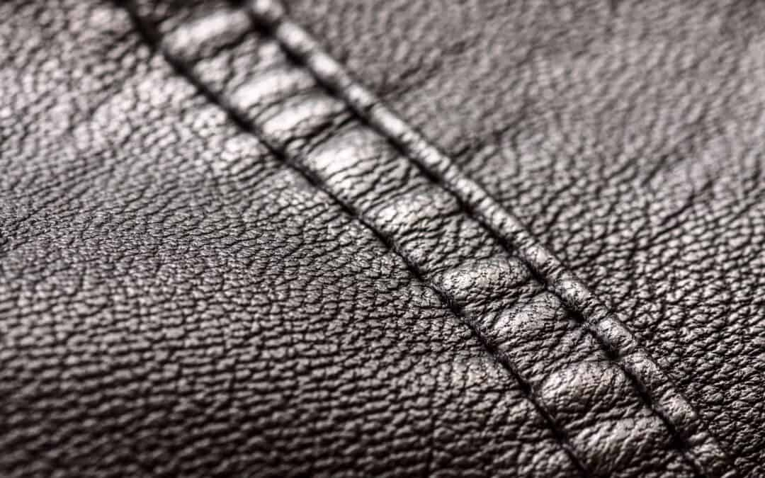 Como lavar couro sintético
