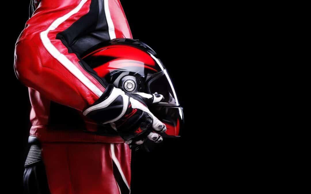 Como limpar capacetes de moto